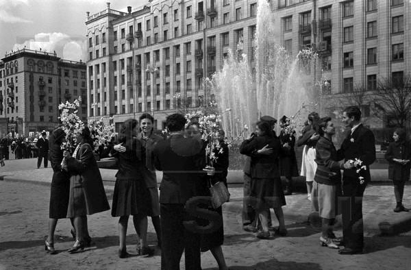 Массовые гуляния в СССР,  Москва, 1 мая 1959 год.