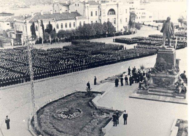 """В СССР было так же два """"вождя""""  - Владимир Ильич Ленин и Иосиф Виссарионович Сталин"""
