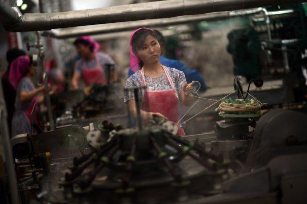 Текстильная фабрика, г.Пхеньянь, Северная Корея, 9 апреля 2012 года.