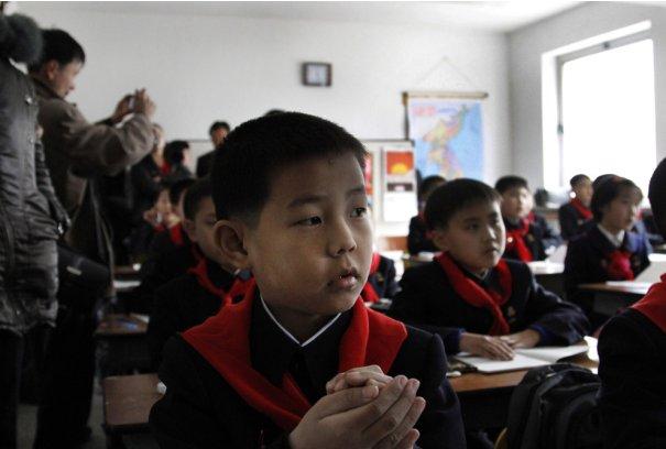 """""""Первый раз в первый класс!"""" Пионеры, Северная Корея, 2011 год."""