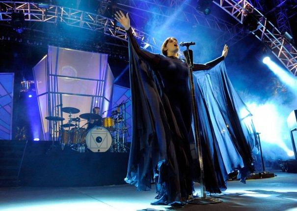 Флорэнс Уэнч из группы  Florence  и группа  The Machine, фото: Chris Pizzello