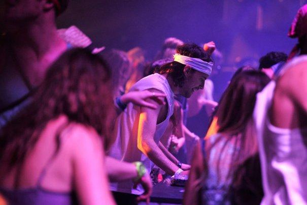 Выступление DJ Girl Talk и Майкл Грегг Джиллис, фото: Frazer Harrison