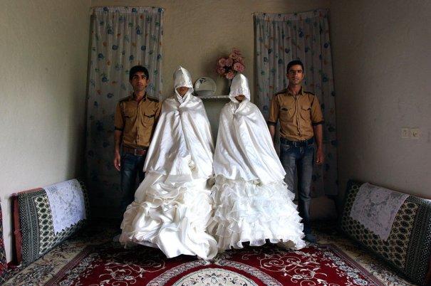 Свадьба двух братьев(Джавад Джафари и Мегди Джафари) - первая семейная фотография (фото: Vahid Salemi)