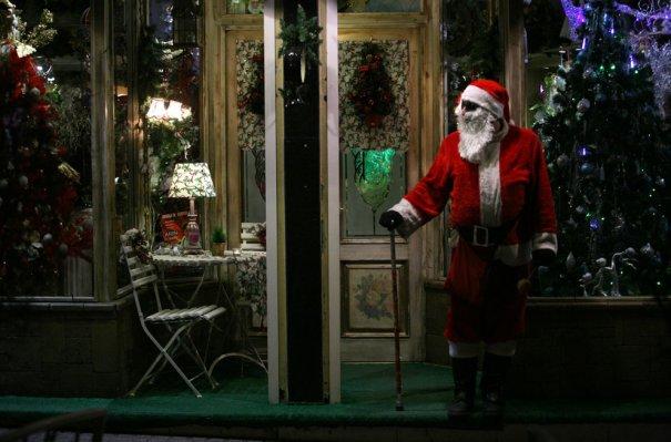 Санта-Клаус на улицах Тегерана, в предверии католического рождества)