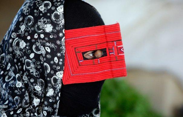 """Обычная """"маска"""", такую носят продавцы на рынках, фото: Vahid Salemi"""