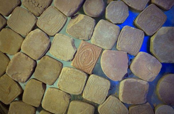 Древние плитки с молитвами, фото: Morteza Nikoubazl