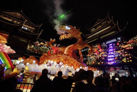 Дракон в саду Юйюань (фото:  Eugene Hoshiko)