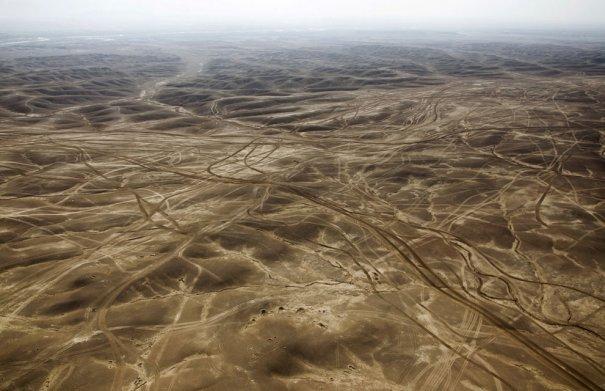 Дорога по пустыни провинции Гильменд, Афганистан, фотограф: Behrouz Mehri