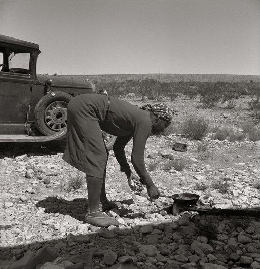 Молодая жена готовит завтрак, Техас, (июнь, 1936 г.), фотограф: Доротея Ланж