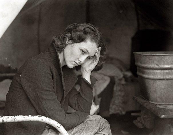 Дочь шахтера из Теннесси на стоянке около Сакраменто, Калифорния (ноябрь , 1936 г.), фотограф: Доротея Ланж