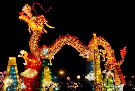 """Фонарь-""""дракон"""", парк в Байсэй,Китай (фото:Luo Zhiken)"""