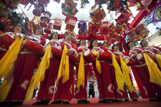 Танцоры с барабанами, торговый центр Бейджин