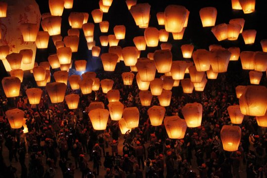 Небесные фонарики (фото:Wally Santana)