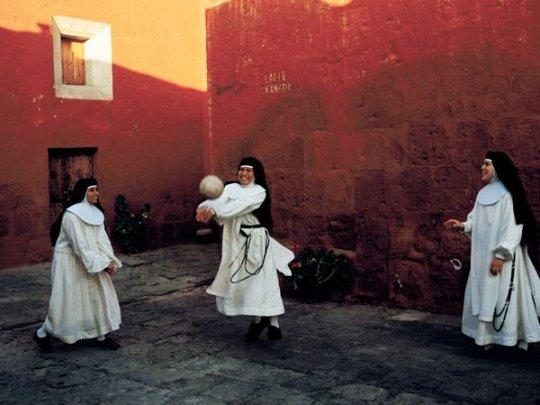 Монахини.Перу (фото: Melissa Farlow)