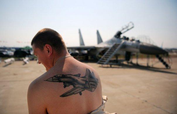 Пилот сделал себе татуировку самолета СУ-30, фото:Дмитрий Костюков
