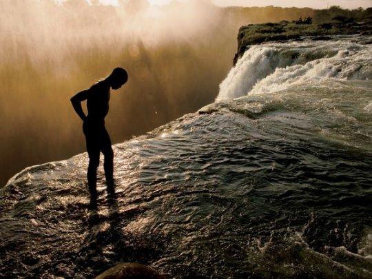 Водопад Виктория, Замбия(фото:Annie Griffiths)