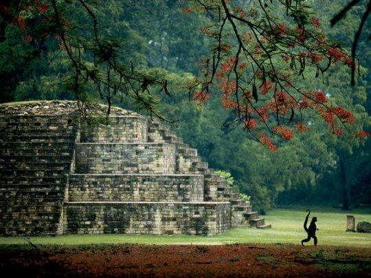 Гробница Майа, Гондурас (фото:Kenneth Garrett)