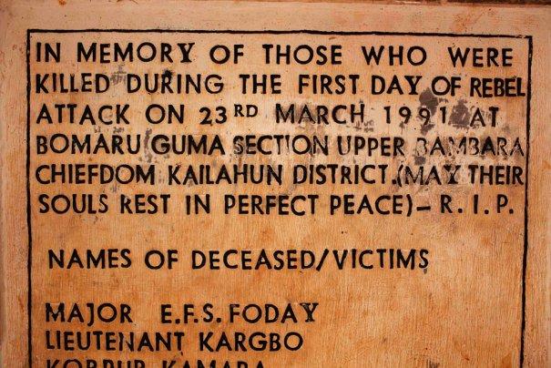 Памятная стена о тех, кто погиб в Гражданской войне 1991-2002, фото: Finbarr O'Reilly