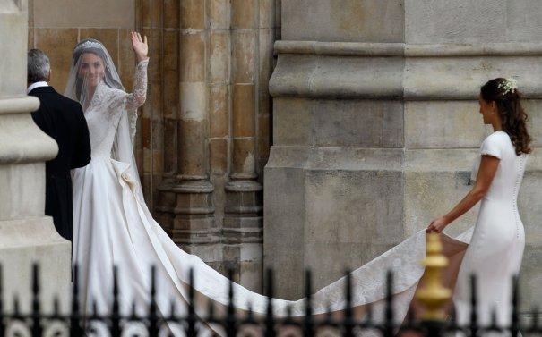 Майкл Миддлтон, Пиппа Миддлтон ведут невесту под венец, фото:Alastair Grant