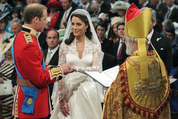 Принц Уильямс произносит клятву верности будущей супруге, фото: Dominic Lipinski
