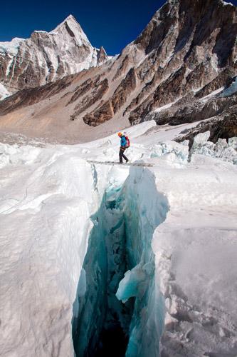 National Geographic переносит нас на самую высокую гору в мире - №11