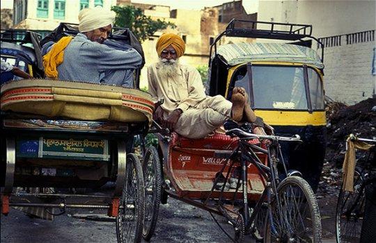 Велорикша и авторикша - основной транспорт в Индии