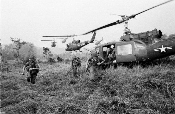 Умер легендарный военный фотограф Хорст Фаас - №9