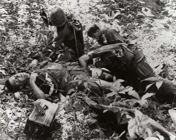Умер легендарный военный фотограф Хорст Фаас - №10