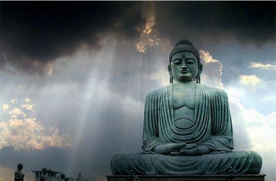 статуя Гаутамы Будды (пробудившийся в человеке Будда)