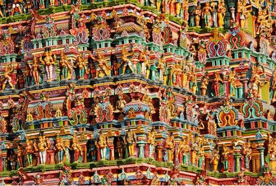 Одна из стен храма Акшардам, Дели, Индия