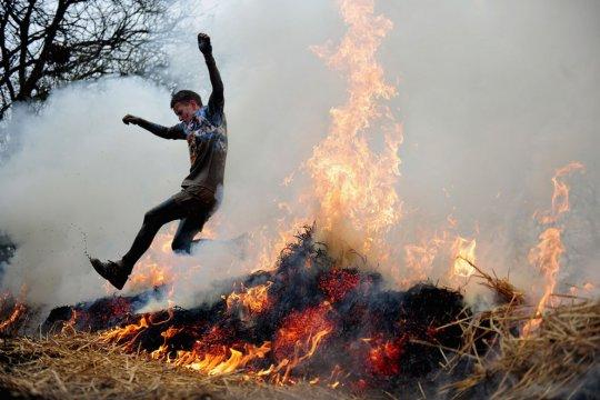 Прыжки через огонь