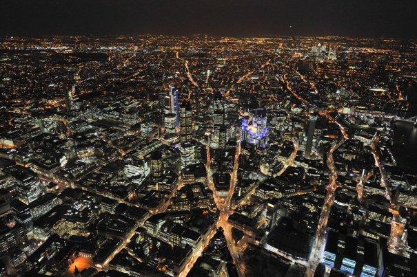 Панорамный вид ночного Лондона.