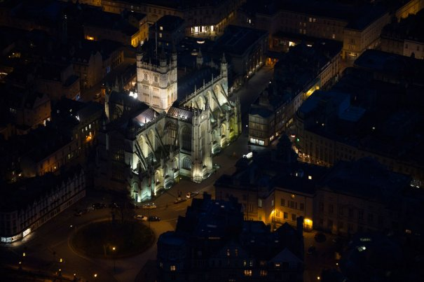 Церковь аббатства Св. Петра и Св. Павла, более известная как Аббатство Бата, англиканская приходская церковь и бывший бенедиктинский монастырь в городе Бат, графство Сомерсет, Англия.