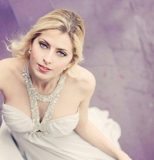 Красота и женственность в портретах Анны Теодоры - №24