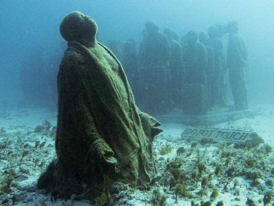 """Экспозиция """"Небесная клятва"""" (фото:Jorge Silva, Reuters)"""