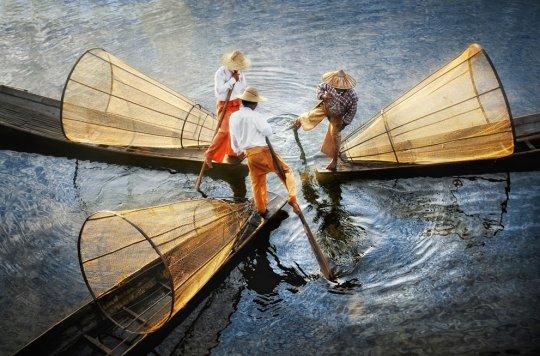 Три рыбака, оз.Инле, Mьянма (фото:Дэвид Лазар)