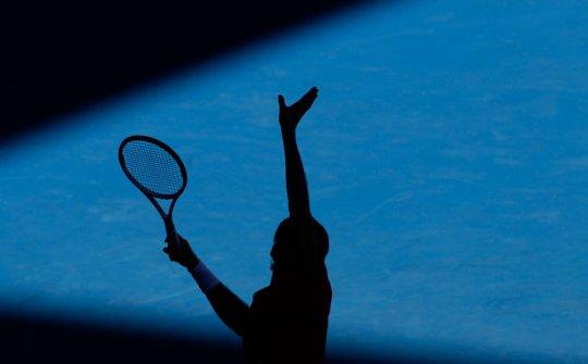 Силуэт Федерера такой же мощный,как и удар!