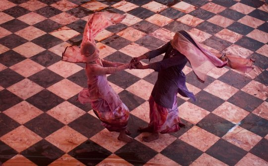 Танцующие девушки(фото:Adnan Abidi)