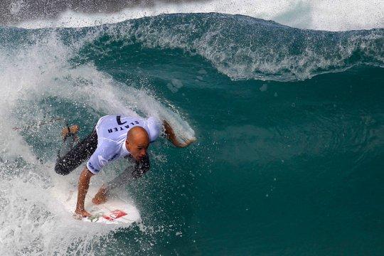 серфингист Кевин Слэйтер(фото:Felipe Dana)