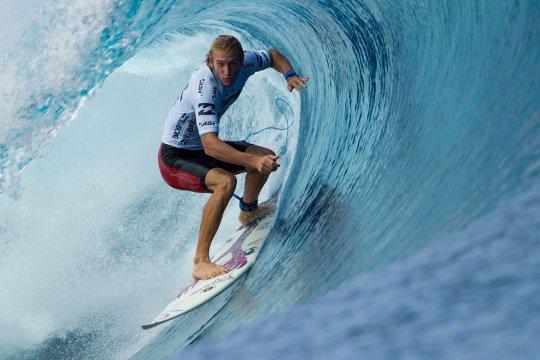 Оуэн Райт - второй серфингист после Слэйтера