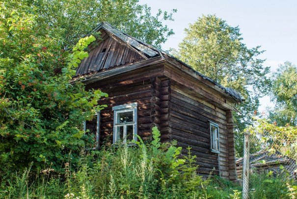 Полуразрушенный дом в Берсеменово