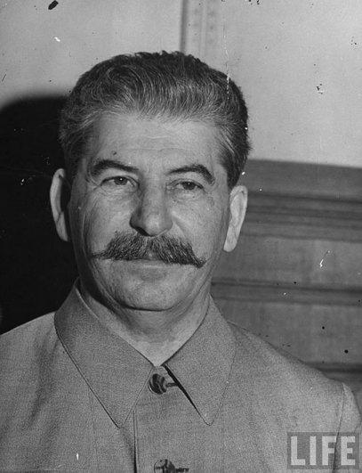 Иосиф Сталин в рабочем кабинете в Кремле, 1941