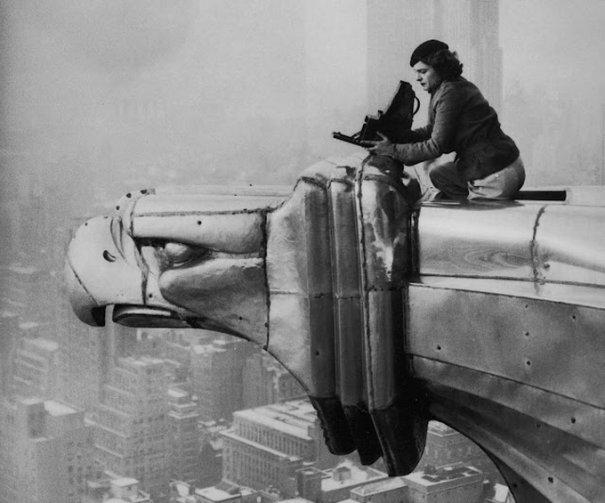 Маргарет Бурк-Уайт на крыше Chrysler Building, 1934