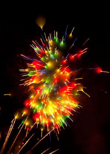 Long-Exposure-Fireworks-12