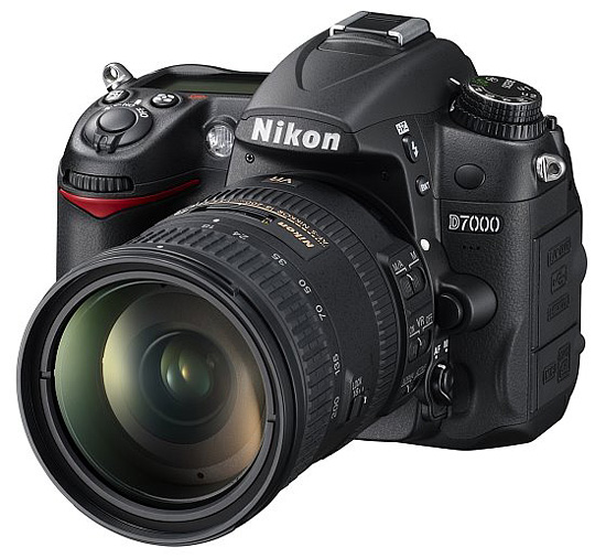 nikon_D7000_18-200_front_550