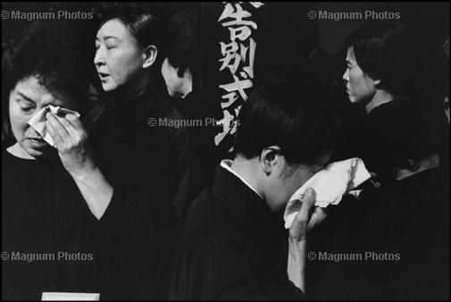 Япония. Токио. Прощальный вечер с актером Данюро. Ноябрь 1965.  © Henri Cartier-Bresson