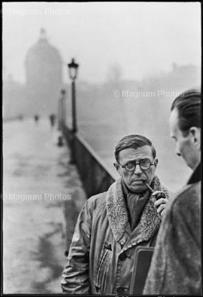 Франция, Париж, мост Искусств. Французский писатель и философ Жан-Поль Сартр. 1946. © Henri Cartier-Bresson