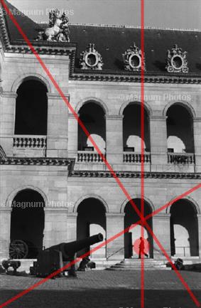 Здесь изображен другой прием Анри. Объект помещается на пересечении диагоналей.