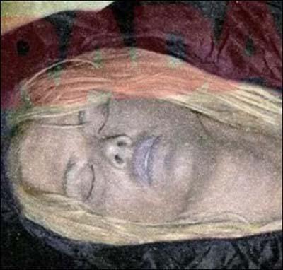 мертвая Анны Николь Смит