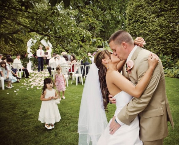 """""""Это олицетворение светлого момента, доступного свадебному фотографу непосредственно в процессе церемонии"""""""